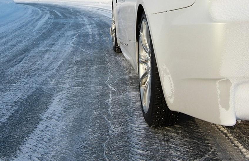 МЧС призывает автолюбителей соблюдать правила и быть аккуратными на дорогах