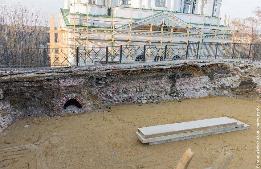 Строительные работы по восстановлению восточных ворот
