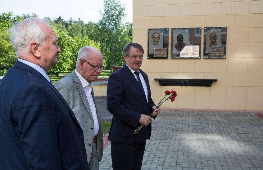Руководители ВНИИЭФ почтили память академика Сахарова