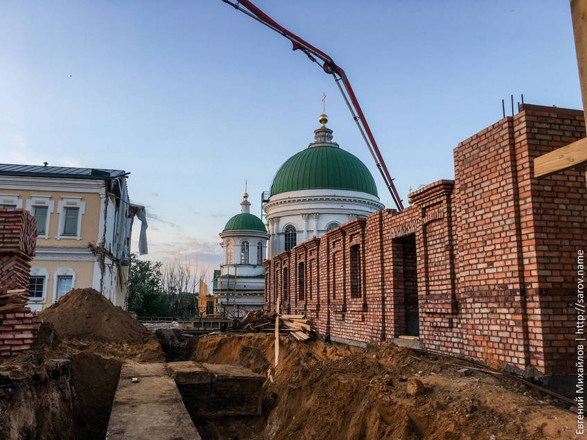 Строительство на Монастырской площади