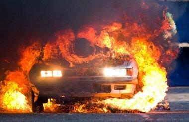 Автомобиль сгорел на улице Московской в Сарове
