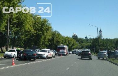 Автомобиль «Ауди» вылетел на полосу встречного движения на проспекте Музрукова (ВИДЕО)