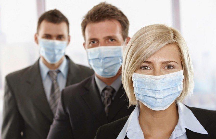 Медики рекомендуют носить маску во время сезонного подъема заболеваемости