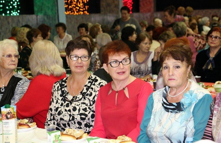 Праздник, приуроченный к Дню пожилого человека, состоялся в Доме молодежи