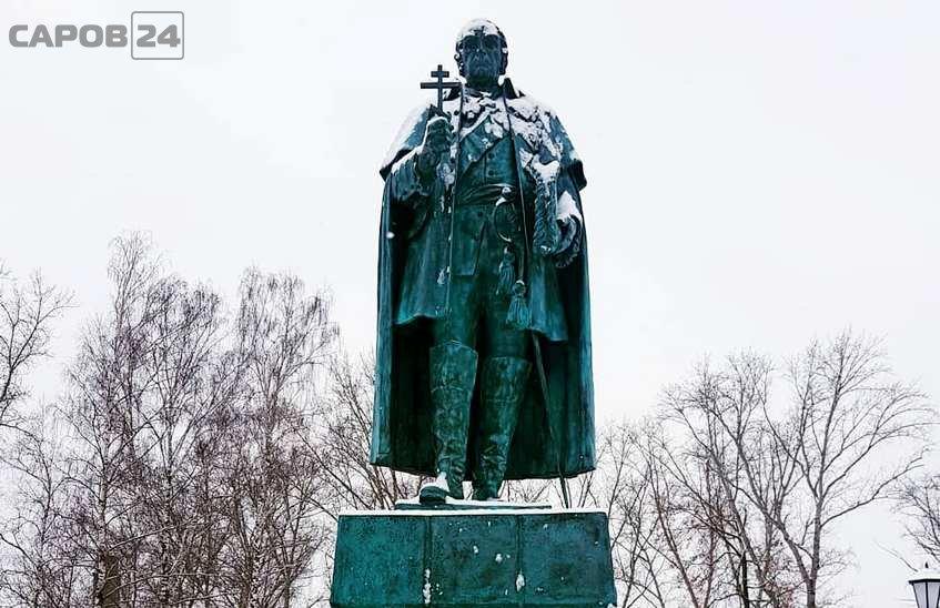 Памятник адмиралу Ушакову открыт в Темникове