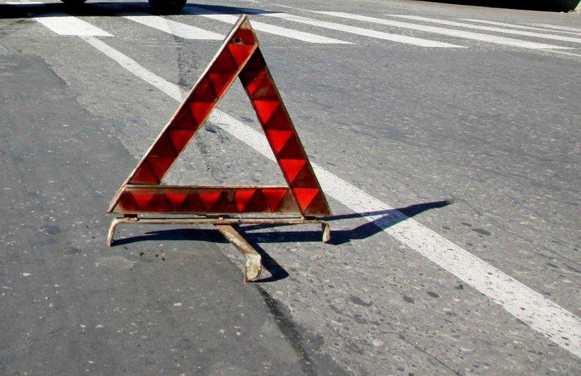Водитель «Лады Гранты» пропустил пешехода и попал в аварию (ВИДЕО)